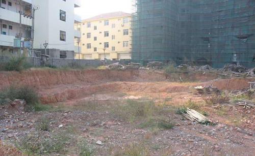 金腾江湾4号楼已挖部分基坑